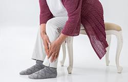 下肢静脈瘤のようだが高齢者でも手術すべきか?